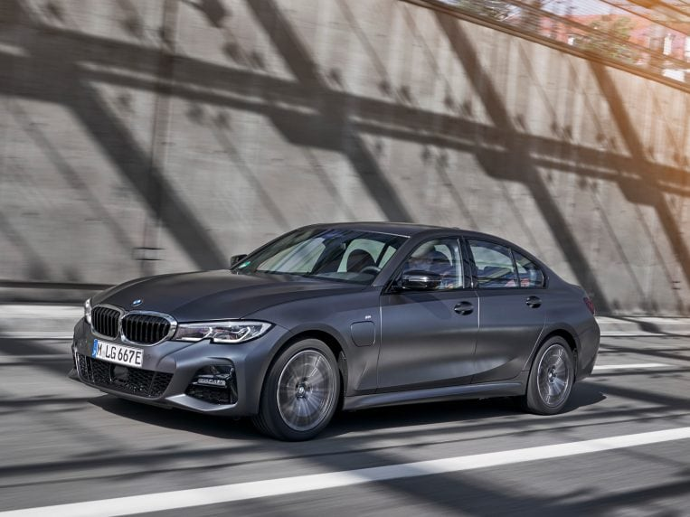2021 BMW 3 Series First Review | Kelley Blue Book