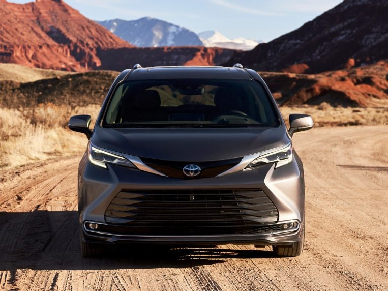 2021 toyota sienna first review  kelley blue book