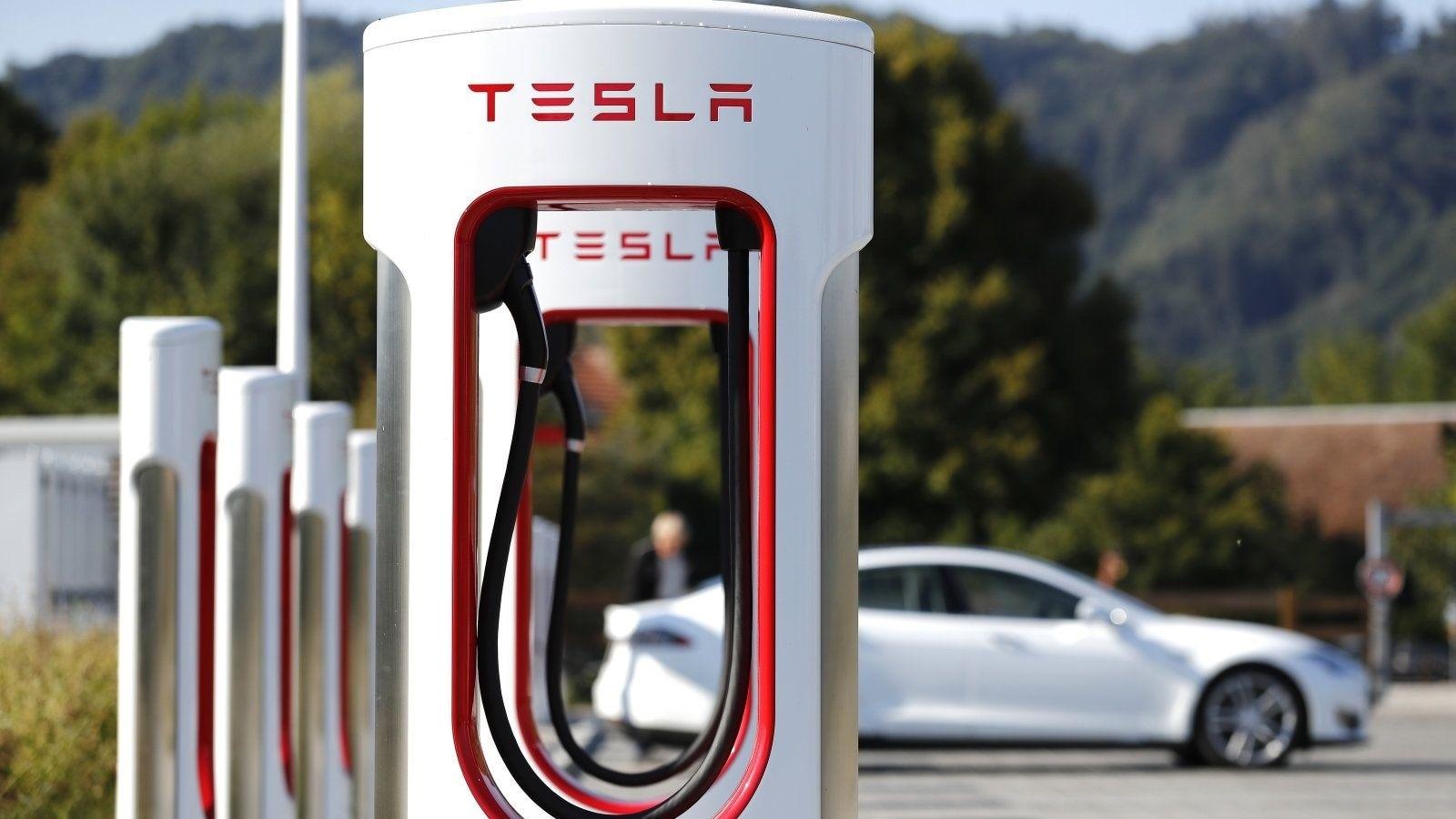 Tesla Ends Referral Program | Kelley Blue Book