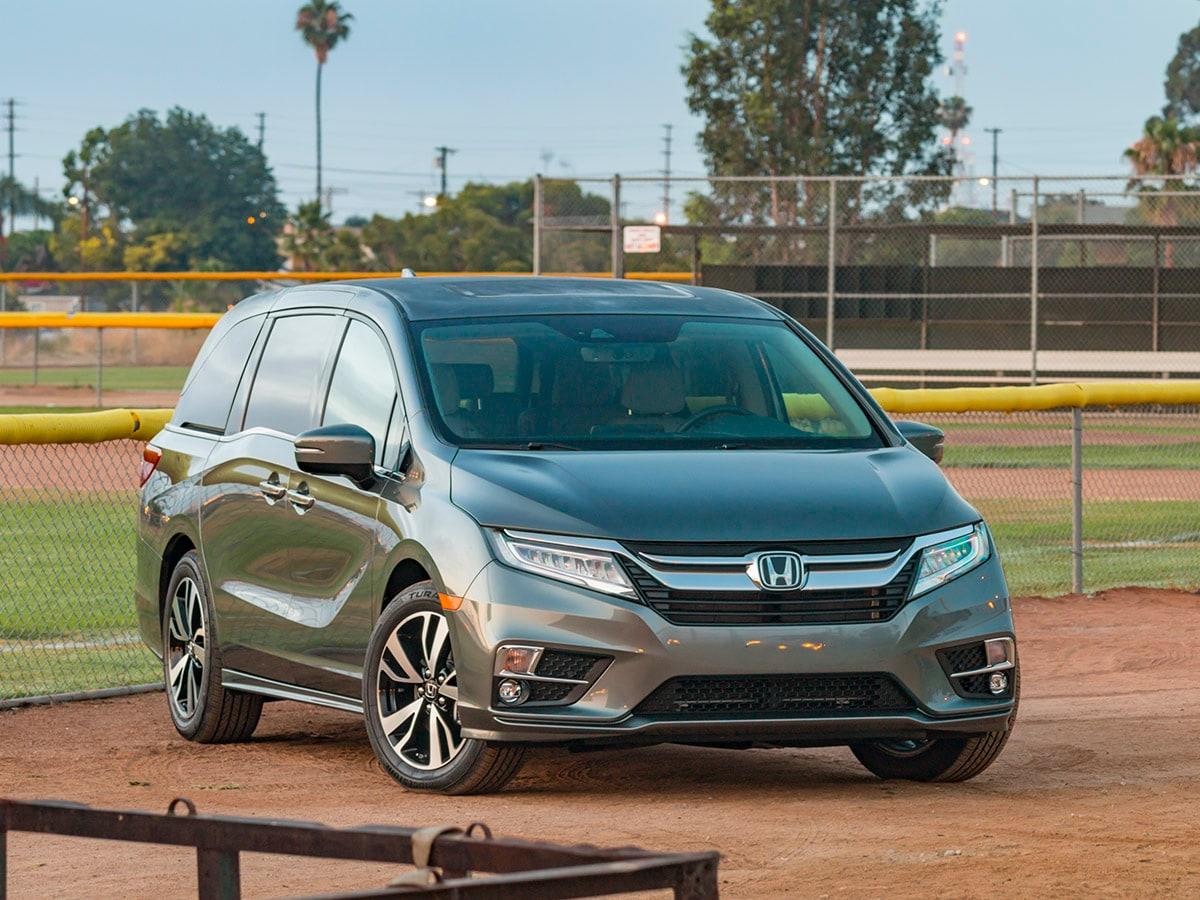 2019 Honda Odyssey vs. 2019 Toyota Sienna Comparison ...