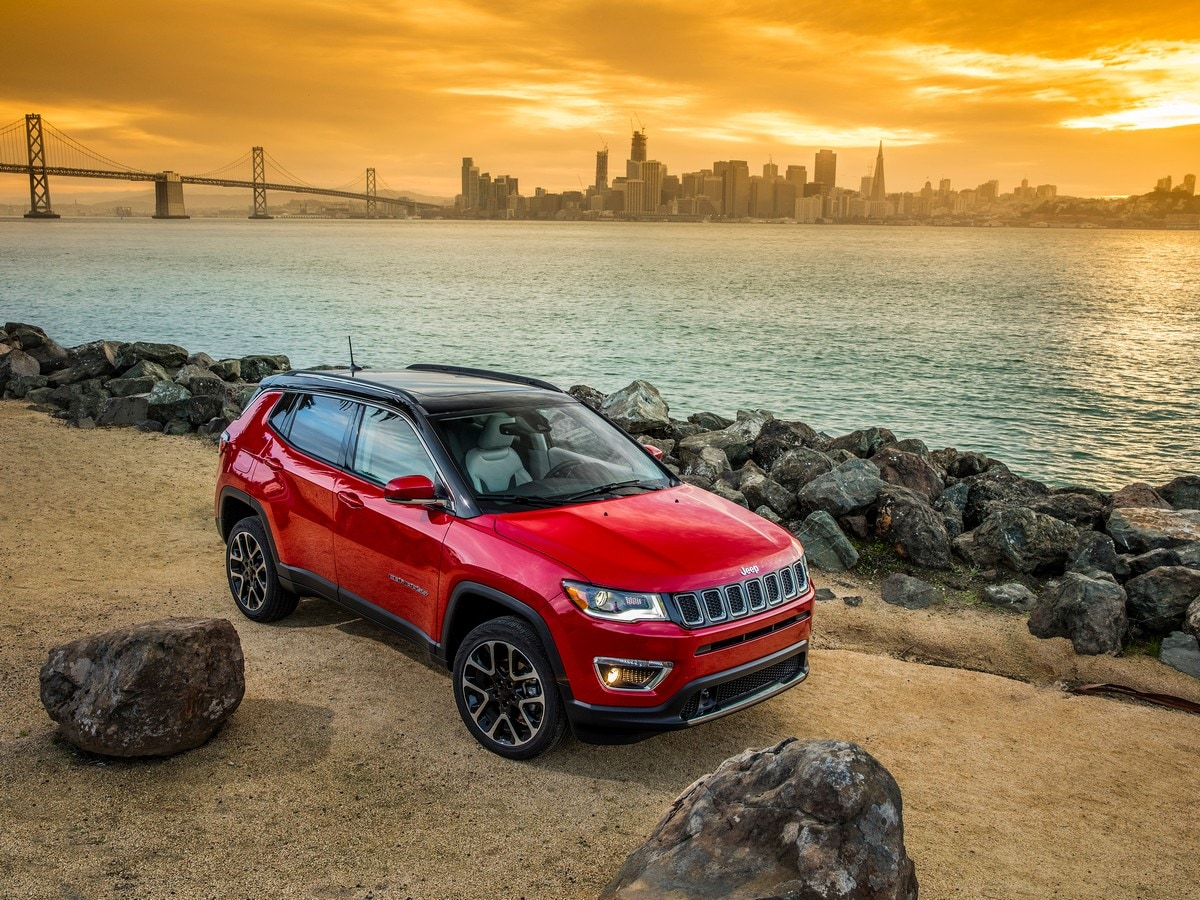 2019 Jeep Compass Vs 2019 Nissan Rogue Comparison Kelley Blue Book