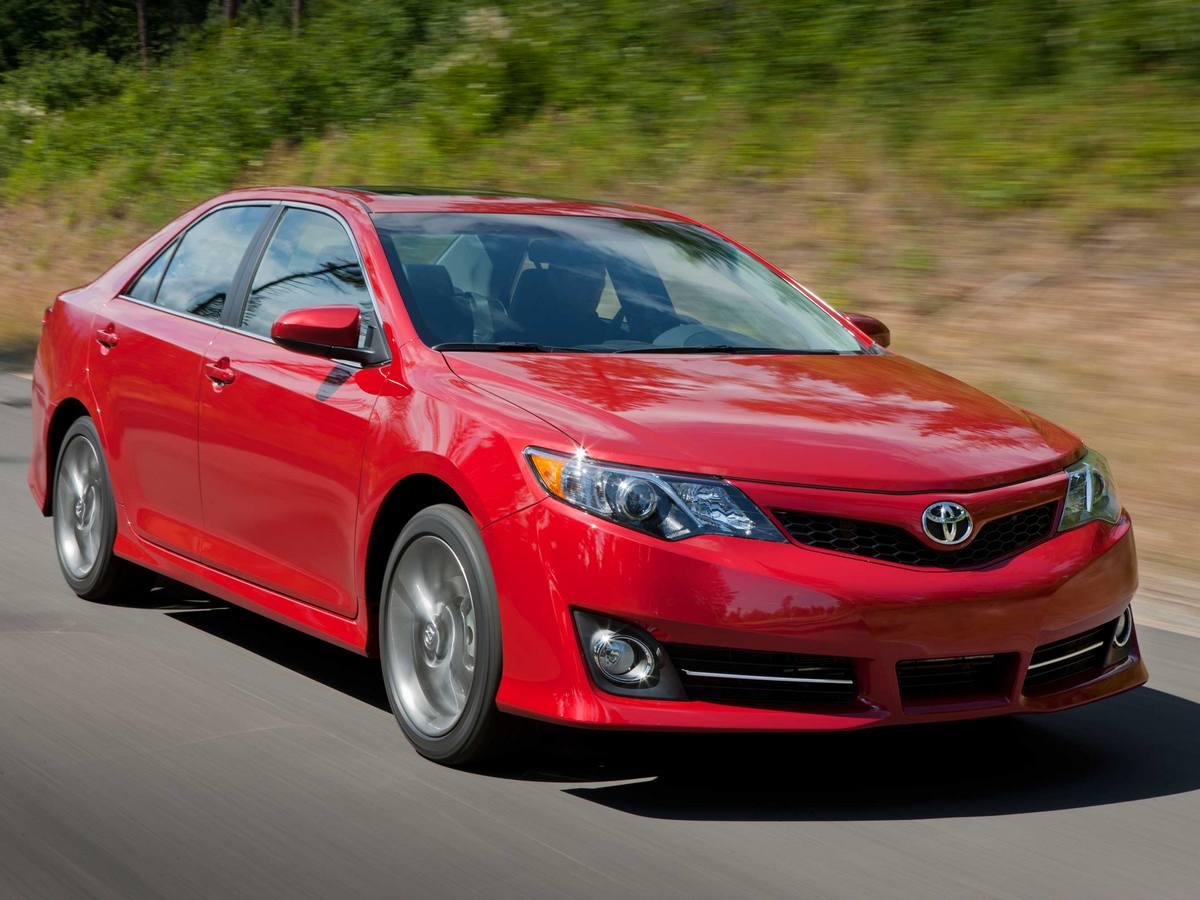 2014 Toyota Camry Vs 2014 Honda Accord Used Car Comparison Kelley Blue Book
